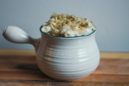 Creamy Stovetop Macaroni and Cheese with Garlic and Herb Potato Chip Topping